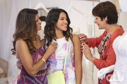 "Jane The Virgin --""Chapter Four -- Image JAV104A_155 -- Pictured (L-R): Andrea Navedo as Xo, Gina Rodriguez as Jane and Ivonne Coll as Alba -- Photo: Danny Feld/The CW -- © 2014 The CW Network, LLC. All rights reserved."