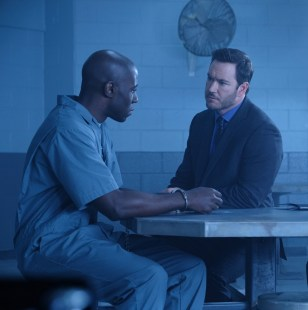 Wolgast visits Carter in prison to convinve him to join Project Noah.