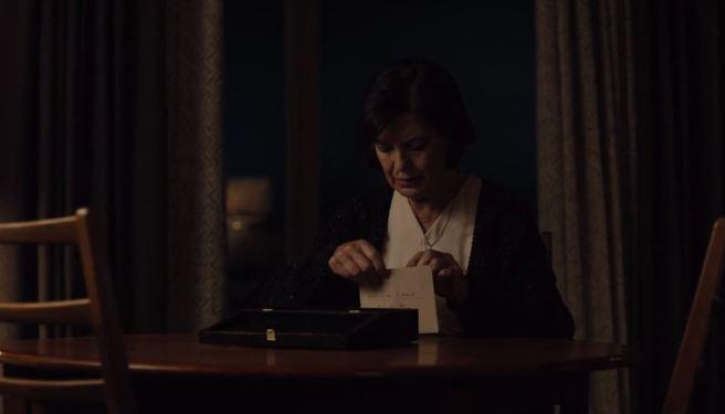 Dark 101 Ines opens letter