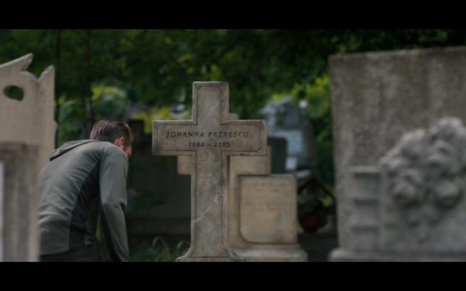 Hanna S1Ep8 Erik at Johanna's Grave