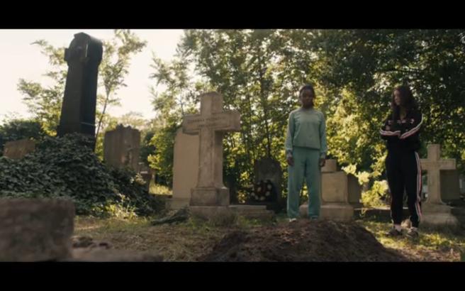 Hanna S1Ep8 Hanna& Clara at Grave