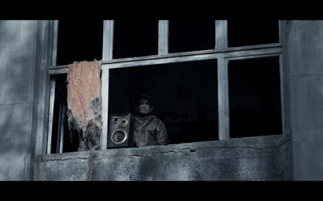 Dark S2Ep2 Jonas Plays Elvis