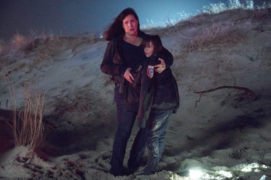 emergence-episode-101-pilot-promotional-photo-08_full