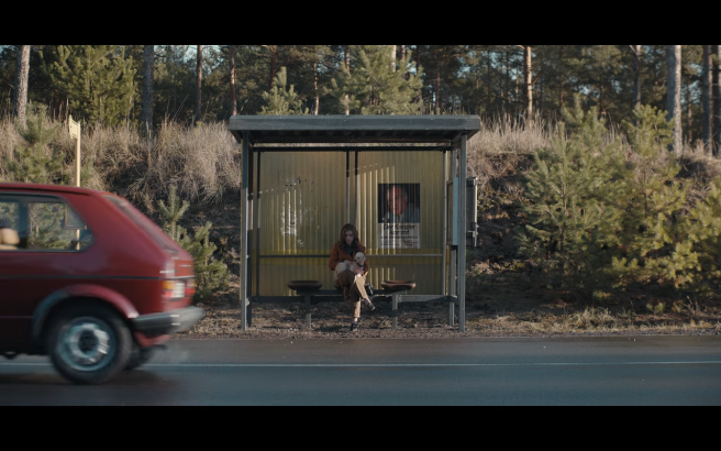 Dark S3Ep2 Regina at Only Busstop with Gretchen