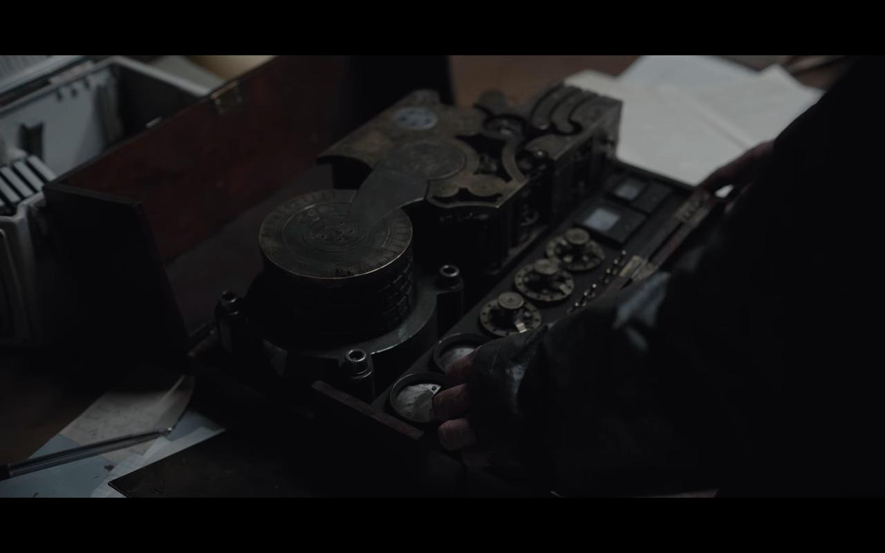 Dark S3Ep6 Broken Apparatus