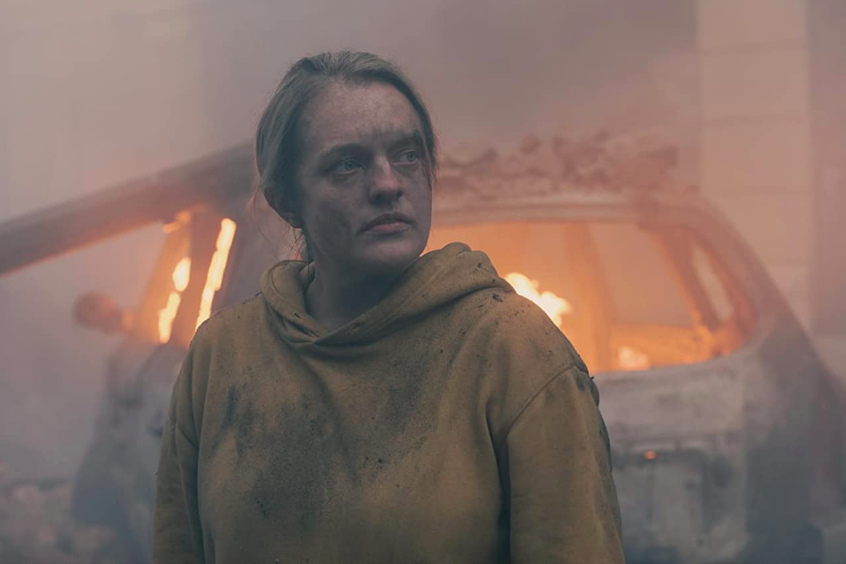 Handmaid's Tale S4Ep6 June with Flaming Car