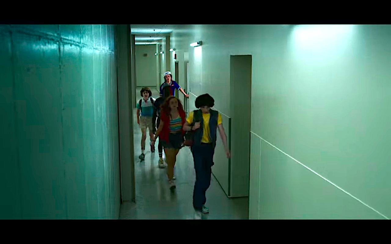 Stranger Things S3Ep1 Mall Rats in the Tunnels
